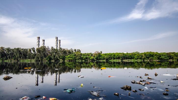 Sumber air bisa tercemar apabila terdapat tempat pembuangan sampah di dekat Anda. (Foto: Pexels)