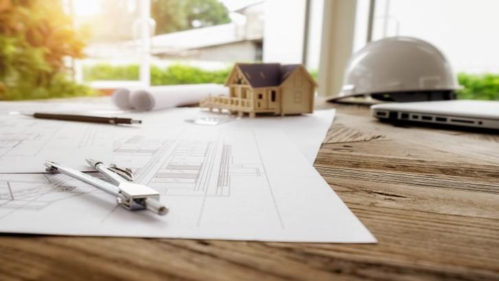 Bangun rumah tanpa tunggu lunas adalah keuntungan investasi tanah kavling. (Foto: Freepik.com)