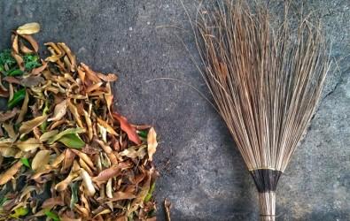 ไม้กวาดทางมะพร้าว 2 แบบ ใช้อย่างไรให้อยู่นาน พร้อมวิธีทำด้วยตัวเอง
