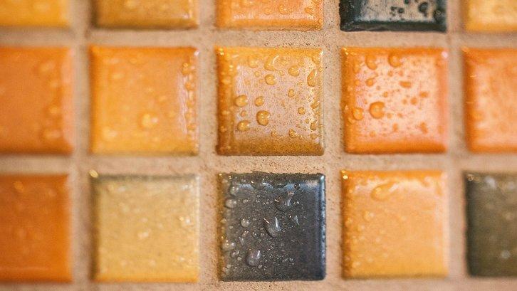 Harga keramik juga bervariasi. (Foto: Pexels)