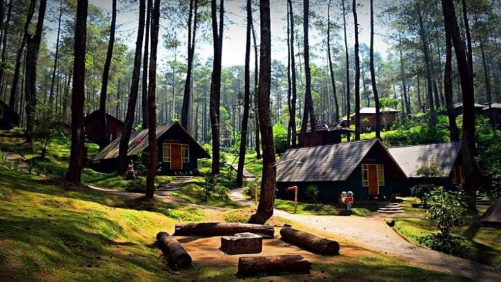 Tak dipungkiri, Bandung memiliki destinasi wisata yang menarik, mulai dari wisata alam hingga ragam kuliner khas. (Foto: piknikasik.com)