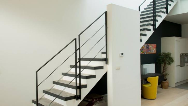 15 Model Tangga Rumah Minimalis, Modern, Terpopuler 8