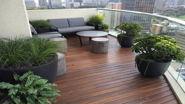 Halaman tempat bersantai di balkon. (Sumber: Pinterest)