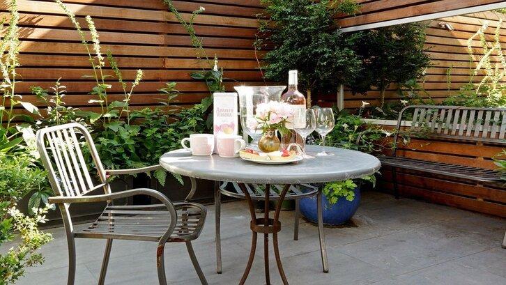 Taman rumah untuk ruang makan. (Foto: Pinterest)