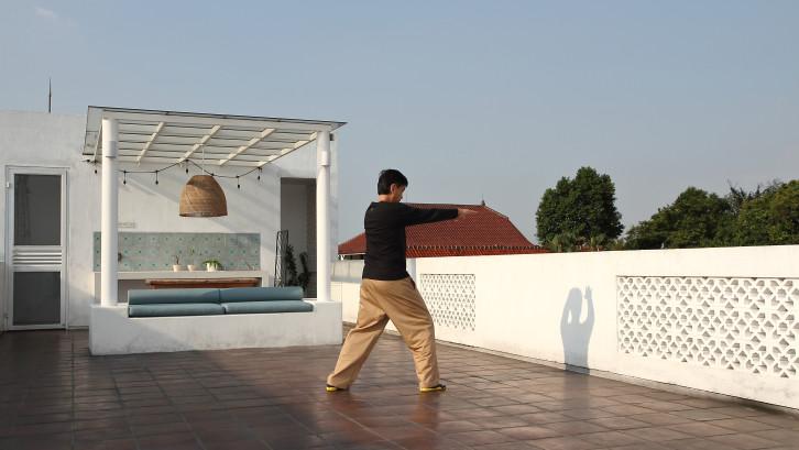 Fungsi rumah kedua: Sebagai tempat berlatih Qigong yang dipelajari Iwan di Chiang Mai, Thailand