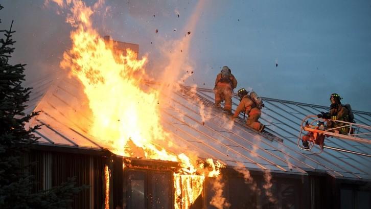 Produk KPR umumnya sudah disertai dengan premi asuransi kebakaran dan asuransi jiwa. Sumber: Pixabay