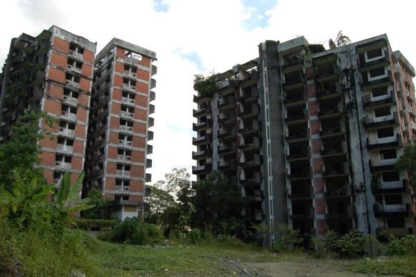 鬼屋探险体验?马来西亚7大凶宅鬼屋,绝对让你毛骨悚然! 纳比拉别墅, Villa Nabila, Mona Fandey's house, Mimaland, 凯利古堡, Kellie's Castle, 淡江高峰塔, Highland Towers, 99扇门别墅, 99-Door Mansion, Jalan Turi bungalow