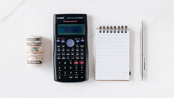 Buat daftar biaya yang diperlukan terlebih dahulu untuk membantu menyusun anggaran. (Foto:Pexels)