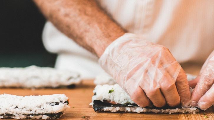 Ada banyak sekali bisnis kuliner yang bisa Anda coba jalani sendiri. (Foto: Pixabay - Free-Photos)