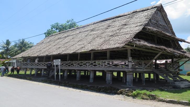 Pada masa lalu, Baileo juga biasa dijadikan sebagai rumah Raja atau Kepala Desa dan juga tempat beribadah. Sumber: Kemendikbud