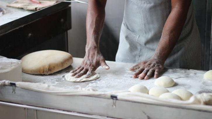 Usaha kuliner merupakan salah satu usaha yang tidak akan pernah berhenti. (Foto: Pexels - Vaibhav Jadhav)