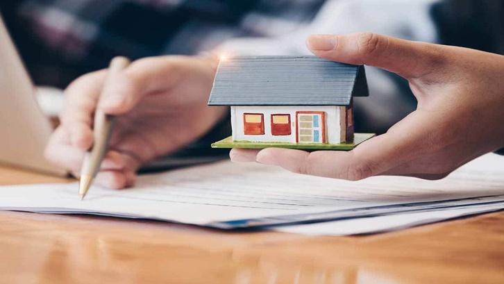 Pilih lembaga pembiayaan profesional yang sudah pasti memiliki legalitas dan izin dari OJK dan APPI. Sumber: economictimes.indiatimes.com