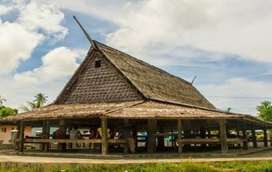 1. rumah adat maluku