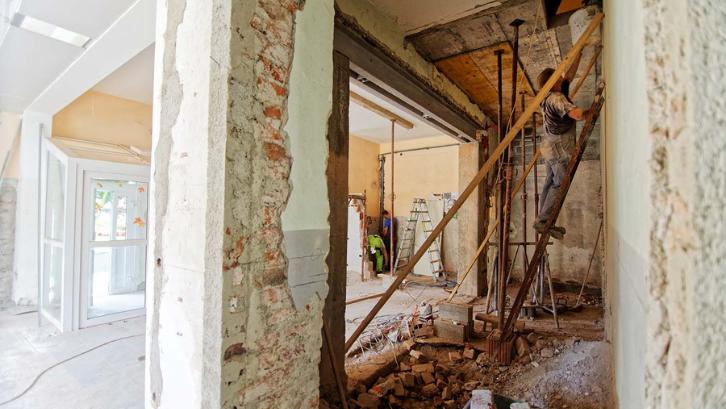 Rumah lama bisa Anda perbaiki agar terlihat menarik seperti sedia kala. (Foto: We Heart)