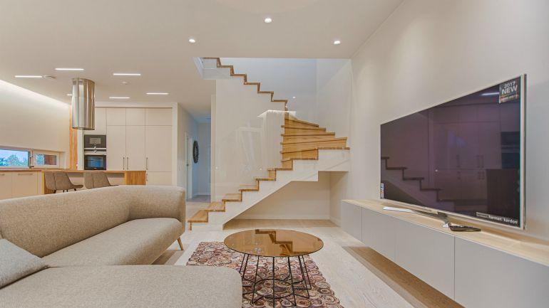 pexels-apartment stairs- duplex