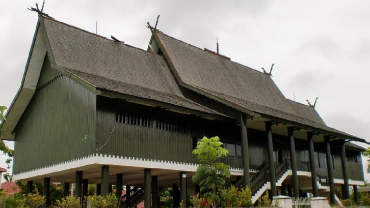 1. Mengenal Rumah Adat Betang, Rumah Adat Kalimantan Tengah
