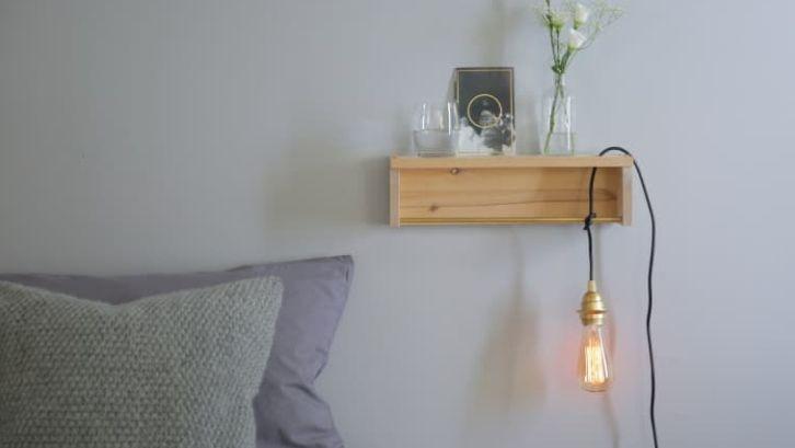 Bohlam berwarna kuning (keemasan) memberikan sentuhan elegan dan klasik (foto: Apartment Therapy)