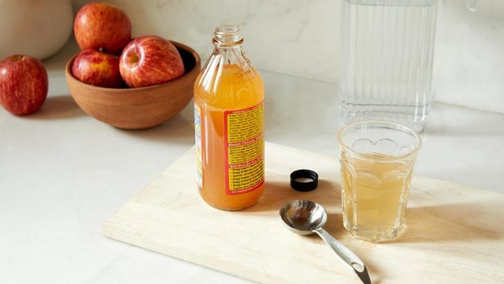 Cuka apel dibuat secara alami dan tidak dicampurkan dengan bahan kimia lain. (Foto: Healthline)