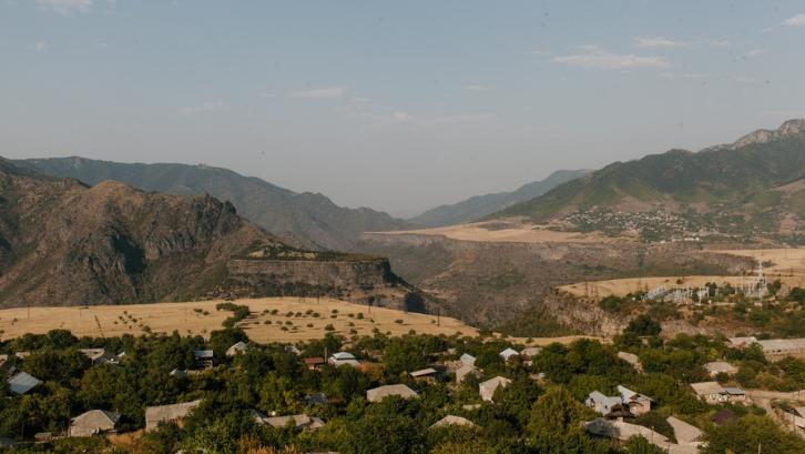 Pembukaan lahan baru bisa menjadi salah satu penyebab urbanisasi. (Foto: Pexels - Julia Volk)
