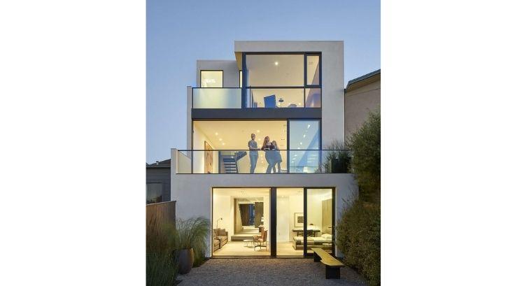 Desain rumah industrial lebih hemat karena menggunakan material daur ulang (Foto: Homify)