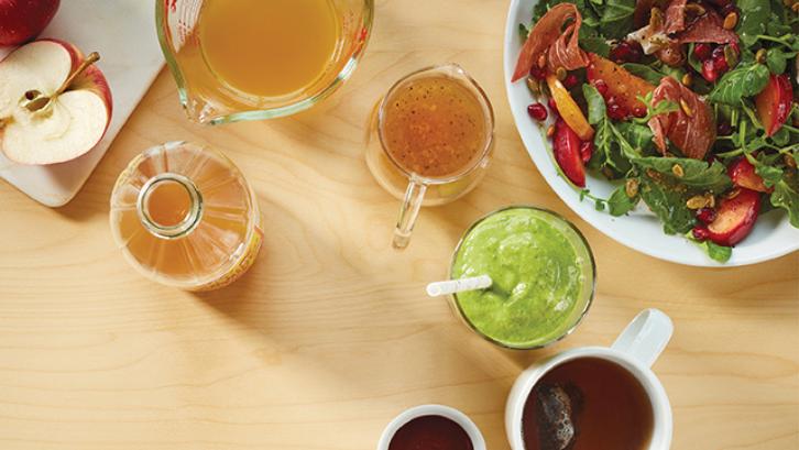 Cuka apel bisa digunakan untuk membuat makanan menjadi lebih lezat. (Foto: Experience Life)