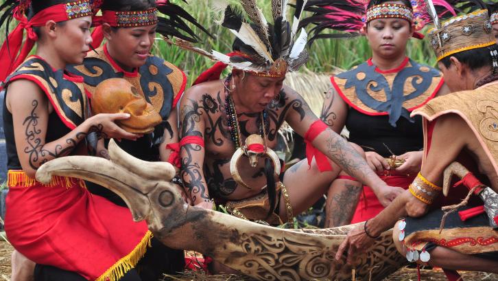 Masyarakat Suku Dayak sangat menjaga keasrian dari lingkungan sekitar. (Foto: Kebudayaan Kemdikbud)