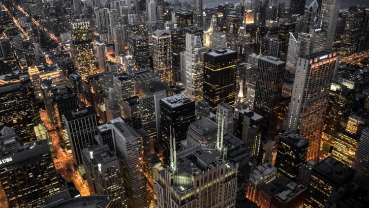 Tergiur dengan gemerlapnya kota besar menjadi salah satu alasan terjadinya urbanisasi. (Foto: Pexels - Nate)