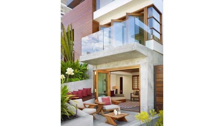 Dapur dibuat menyatu dengan ruang keluarga tanpa sekat (foto: Architecture Designs)