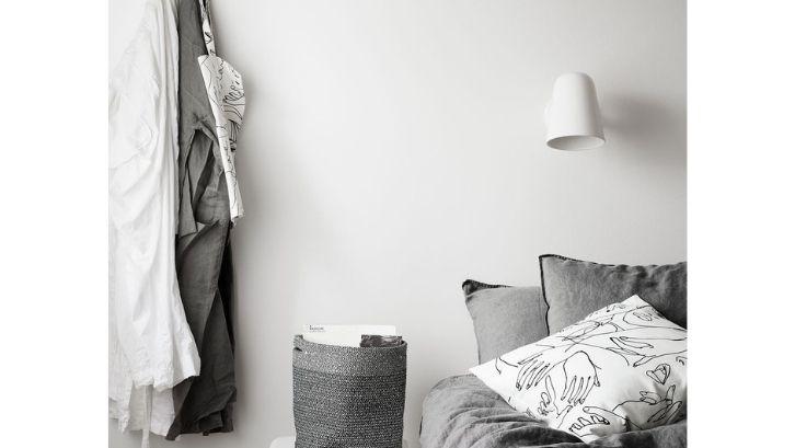 Buatlah kamar tidur menjadi lebih aesthetic dengan lampu hias yang tepat (foto: Elle Decor)