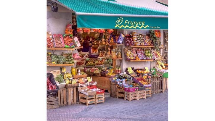 Buah dan sayuran bisa digabung dalam satu toko (foto: Fine Art America)