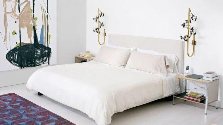 Agar kamar tidur terlihat elegan dan mewah, gunakan cat tembok warna tua (foto: Elle Decor)
