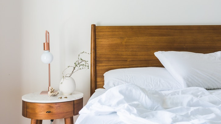 Saat melepas rasa lelah kamar tidur menjadi sanctuary. (Foto: Burst/Pexels)