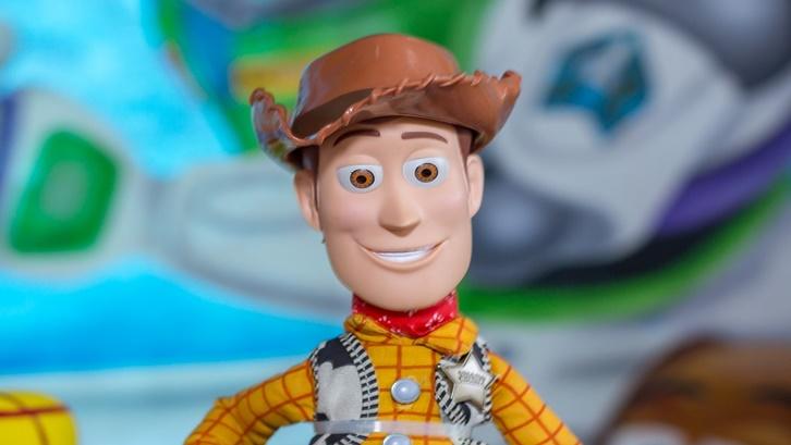 Woody sebagai karakter utama di film ini disuarakan langsung oleh aktor kenamaan Tom Hanks. Sumber: Pixabay