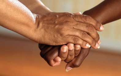 pexels-pixabay-racial harmony helping hands