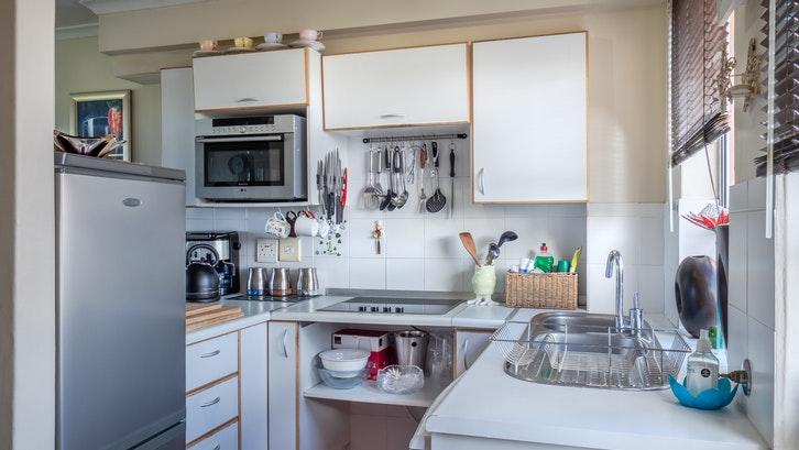Menjaga kebersihan pada wastafel dapur penting untuk dilakukan karena penggunaan yang sering untuk kebutuhan sehari-hari. (Foto: Jean van der Meulen-Pexels)