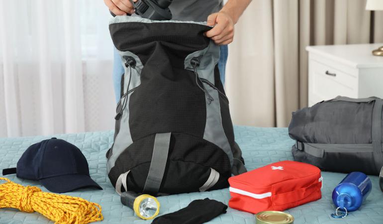 Survivalist kit, emergency kit, Survival kit list, emergency box, grab bag