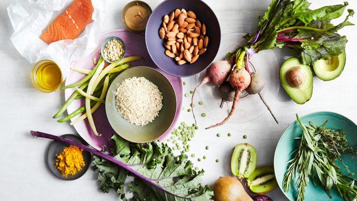 Sejumlah strategi makanan sehat menekankan pada konsumsi lemak tak jenuh yang menyehatkan. Sumber: Health Line