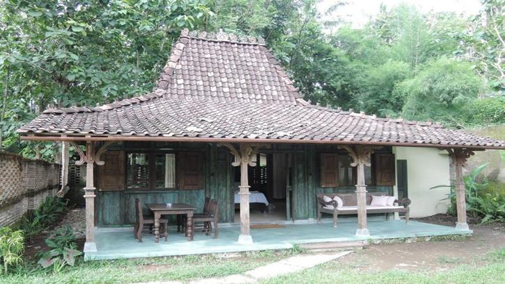 5 Gambar Rumah Adat Jawa Tengah dan Filosofinya   Rumah.com