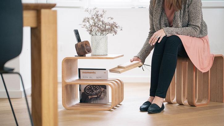 Nakas yang satu ini desainnya sangat unik dan benar-benar mencerminkan kepribadian minimalis. Sumber: Stunning Homes