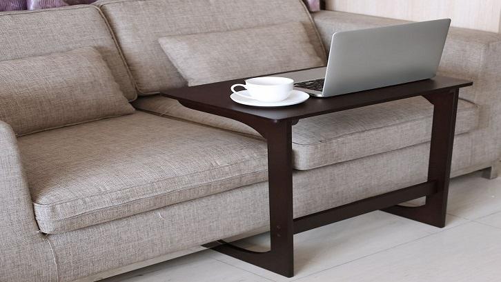 Meja ini bisa Anda gunakan untuk apapun. Mau makan, bekerja, atau membaca buku. Sumber: Architecture and Designs
