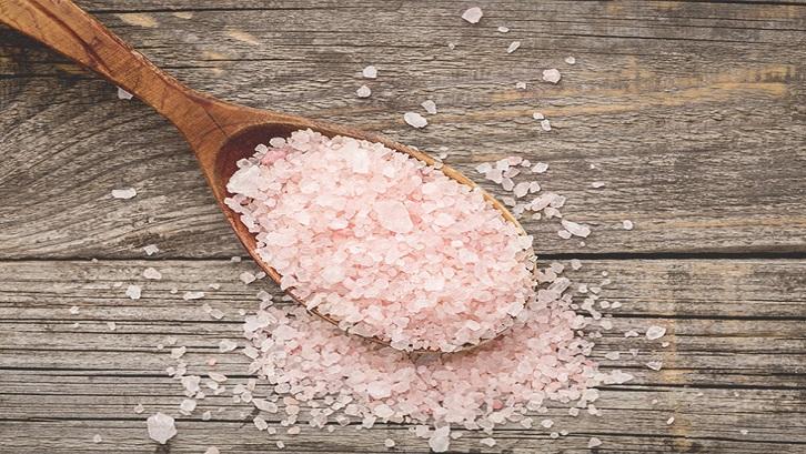 Manfaat garam dapur yang utama dan dan paling dikenal banyak orang tentu sebagai bahan penyedap makanan. Sumber: Health Line