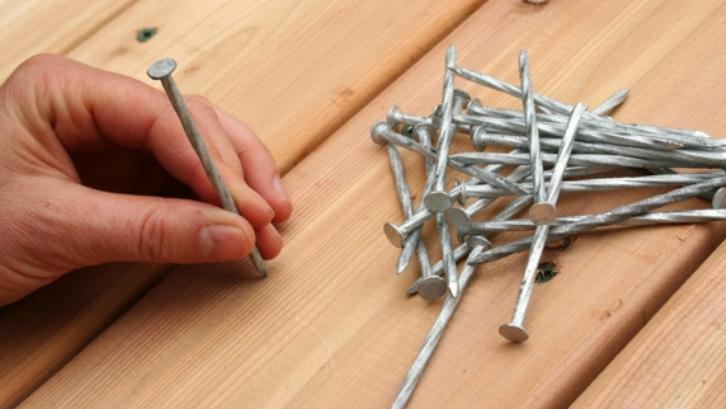 Balok kayu yang keras bisa diikat dengan menggunakan paku bengkirai. (Foto: Tree Island Steel)
