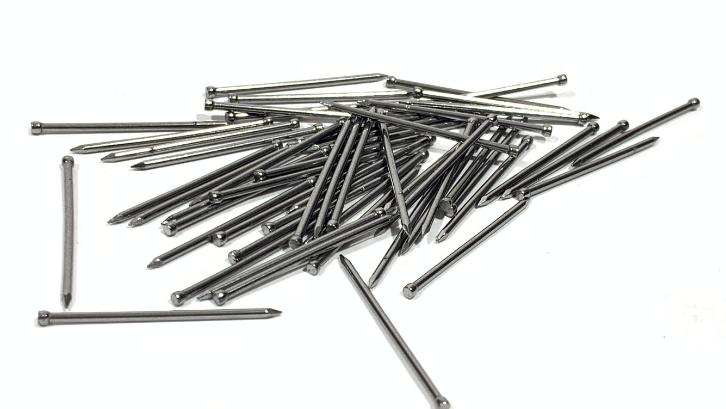 Papan yang berukuran kecil bisa diikat dengan menggunakan paku veneer pin. (Foto: The Wood Works)