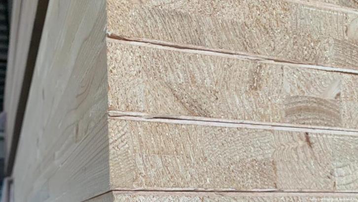 Tebal dan kuat adalah kelebihan dari multiplek blockboard. (Foto: aresca)