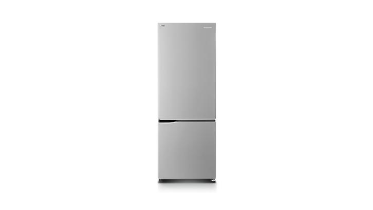 Sistem bottom freezer pada kulkas Panasonic Inverter BS320QS sangatlah mempermudah pengoperasian. (Foto: Panasonic)