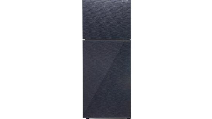 Desain Shine Glass Door yang dimiliki oleh kulkas ini sangatlah menawan dan indah untuk dilihat. (Foto: SHARP Indonesia)