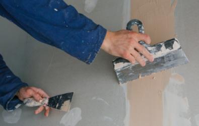 7 Penyebab Tembok Retak, Cara Mengatasi dan Memperbaikinya