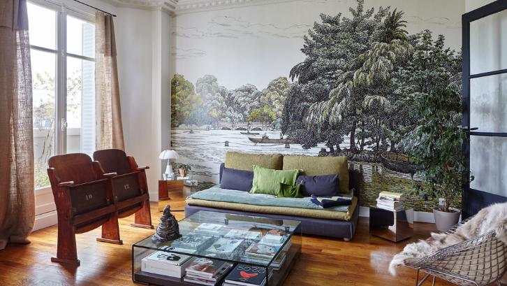 Seni mural bisa diaplikasikan pada rumah tinggal dengan mudah. (Foto: Architectural Digest)