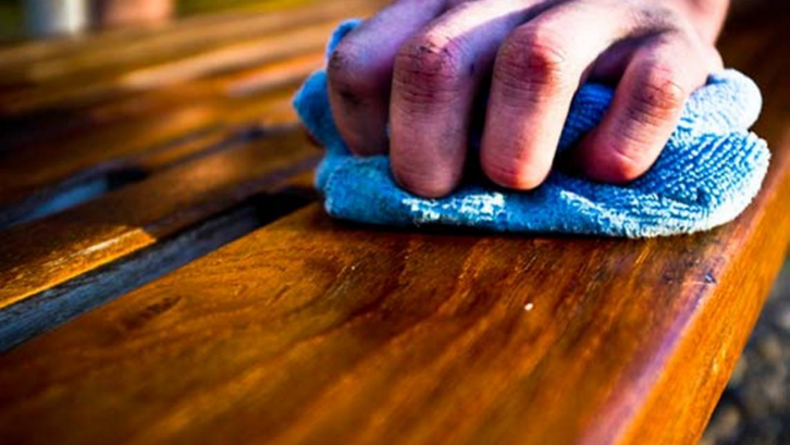 Perabotan kayu perlu dirawat supaya memiliki usia pakai yang lama. (Foto: Woodcraft)
