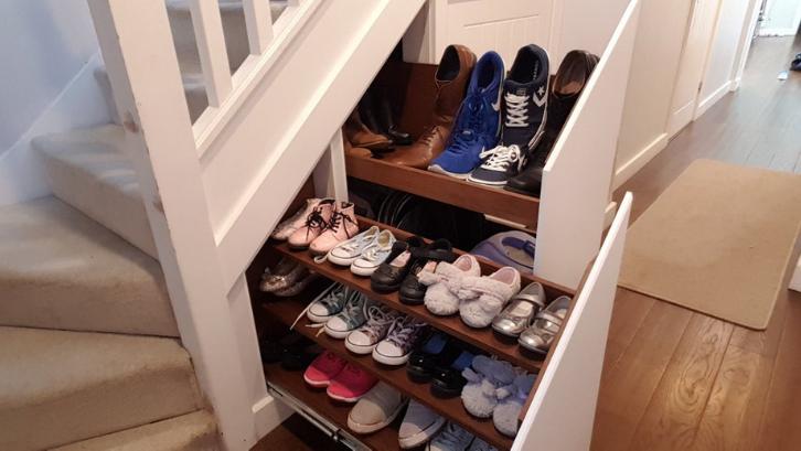 Koleksi sepatu yang Anda miliki sebaiknya disimpan pada sebuah tempat khusus di rumah. (Foto: Instructables)